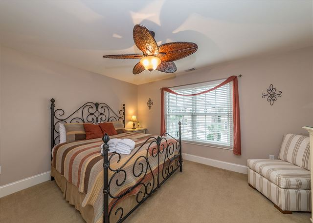 Crabline Court 32, Luxury 5 Bedrooms, Private Pool, Sleeps 12 - Master Suite - HiltonHeadRentals.com