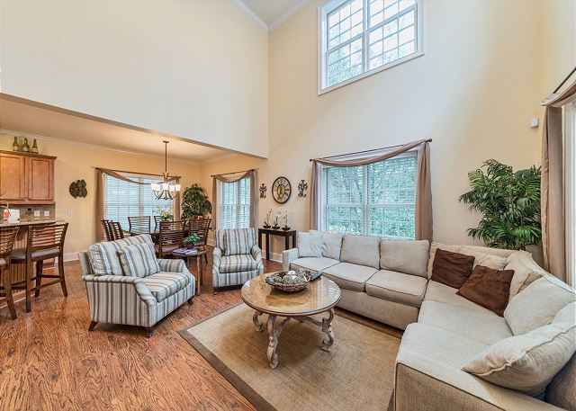 Crabline Court 32, Luxury 5 Bedrooms, Private Pool, Sleeps 12 - Living room - HiltonHeadRentals.com