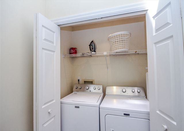Evian 109, Updated 2 Bedrooms, Pool, Tennis, Sleeps 6 - Full size washer and Dryer - HiltonHeadRentals.com