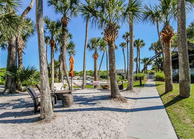 Evian 109, Updated 2 Bedrooms, Pool, Tennis, Sleeps 6 - Ship Yard - HiltonHeadRentals.com