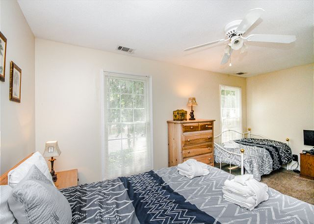 Evian 109, Updated 2 Bedrooms, Pool, Tennis, Sleeps 6 - Bedroom - HiltonHeadRentals.com
