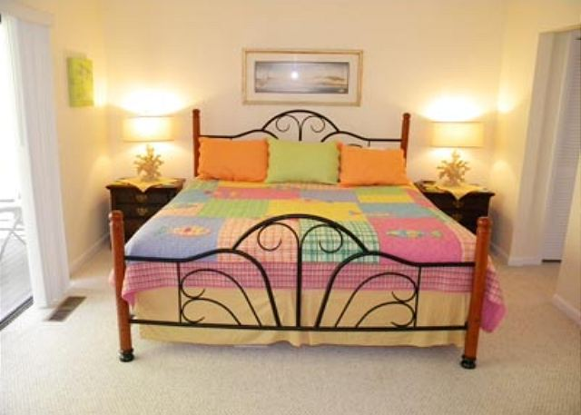 Golfmaster 304, 2 Bedrooms, Large Pool, Tennis, Sleeps 10 - Master Bedroom - HiltonHeadRentals.com