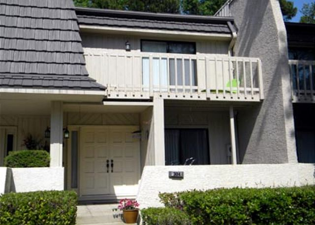 Golfmaster 304, 2 Bedrooms, Large Pool, Tennis, Sleeps 10 - Golfmaster 304 - HiltonHeadRentals.com