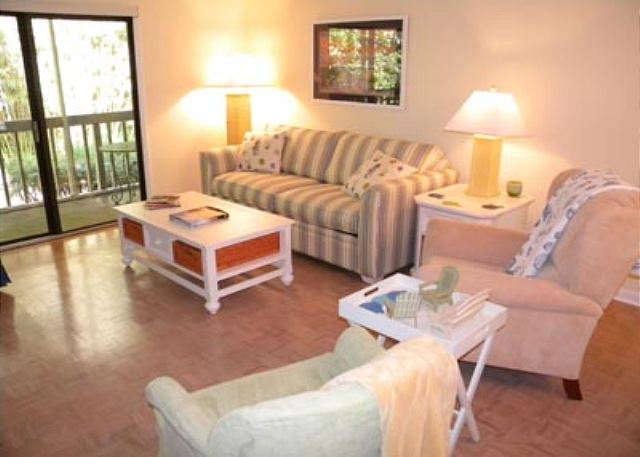 Golfmaster 304, 2 Bedrooms, Large Pool, Tennis, Sleeps 10 - Comfortable Living - HiltonHeadRentals.com