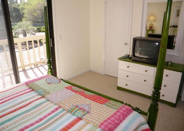 Golfmaster 304, 2 Bedrooms, Large Pool, Tennis, Sleeps 10 - Guest Bedroom - HiltonHeadRentals.com