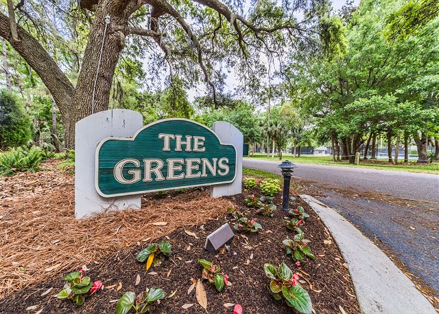 Greens 194, Updated 2 Bedrooms, Large Pool, Golf View, Sleeps 7 - The Greens - HiltonHeadRentals.com