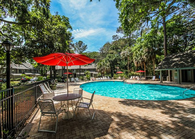 Greens 203, 1 Bedroom, Large Pool, Golf View, Sleeps 4 - Enjoy the beautiful pool  - HiltonHeadRentals.com