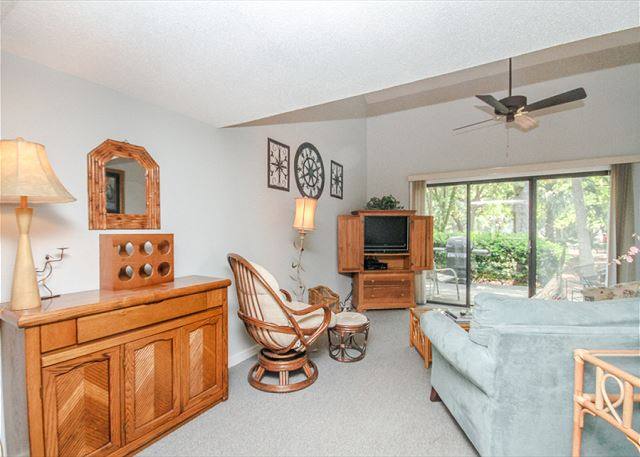 Greens 203, 1 Bedroom, Large Pool, Golf View, Sleeps 4 - Peaceful Living - HiltonHeadRentals.com