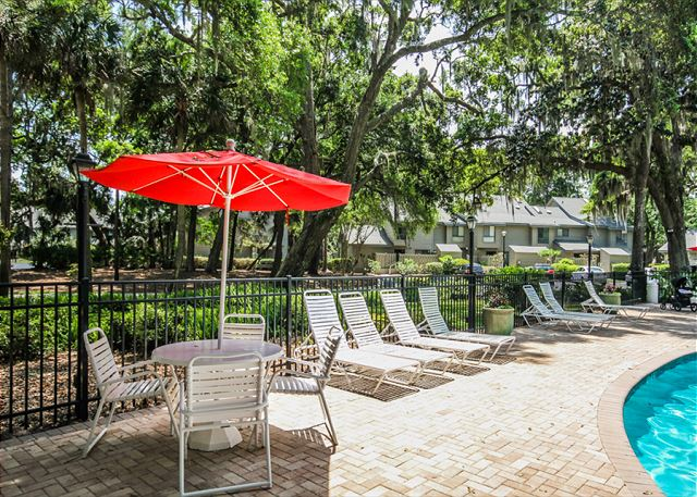 Greens 203, 1 Bedroom, Large Pool, Golf View, Sleeps 4 -  - HiltonHeadRentals.com