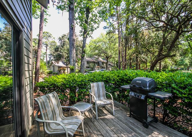 Greens 203, 1 Bedroom, Large Pool, Golf View, Sleeps 4 - Are you a Grill Master? - HiltonHeadRentals.com