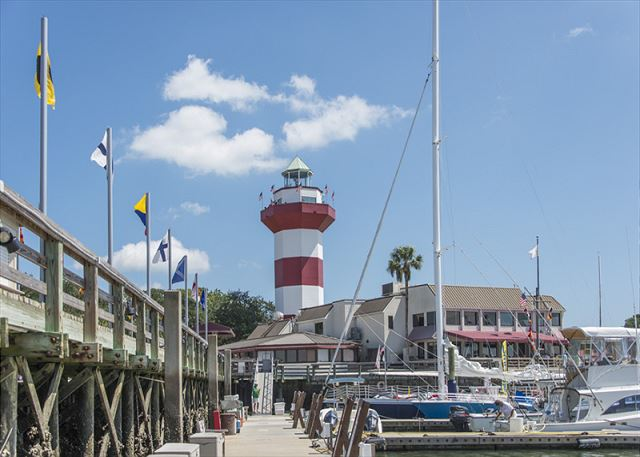 Greens 203, 1 Bedroom, Large Pool, Golf View, Sleeps 4 - Love To Sail? - HiltonHeadRentals.com