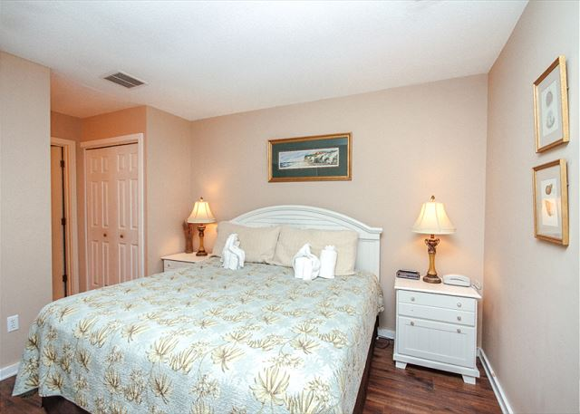Greens 203, 1 Bedroom, Large Pool, Golf View, Sleeps 4 - Master Bedroom - HiltonHeadRentals.com
