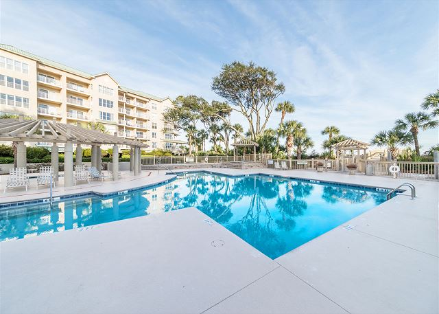 Hampton 6107, 2 Bedroom, Oceanfront View, Large Pool, Sleeps 6 - Pool Fun  - HiltonHeadRentals.com