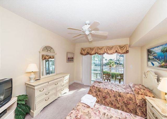 Hampton 6107, 2 Bedroom, Oceanfront View, Large Pool, Sleeps 6 - Guest Bedroom - HiltonHeadRentals.com