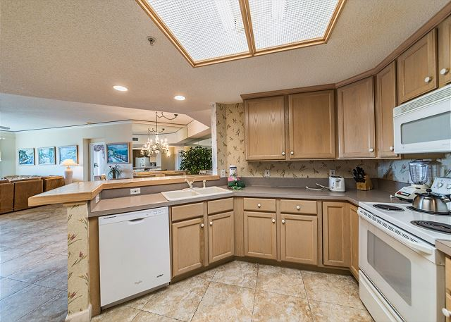 Hampton 6107, 2 Bedroom, Oceanfront View, Large Pool, Sleeps 6 - What's Cooking? Anything You Want!  - HiltonHeadRentals.com