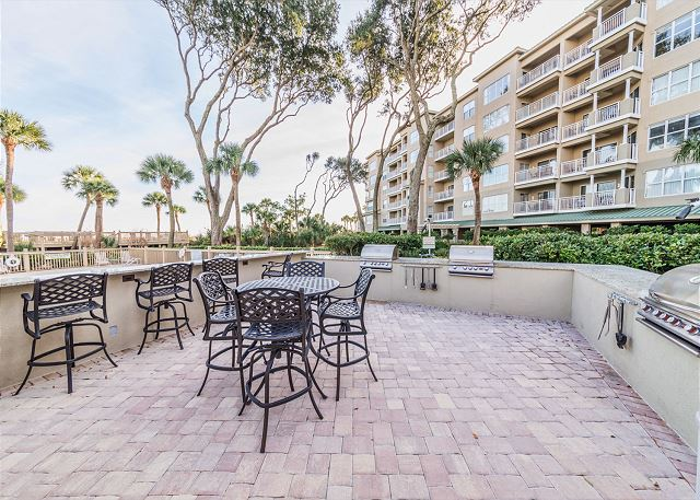 Hampton 6107, 2 Bedroom, Oceanfront View, Large Pool, Sleeps 6 - Grilling area - HiltonHeadRentals.com