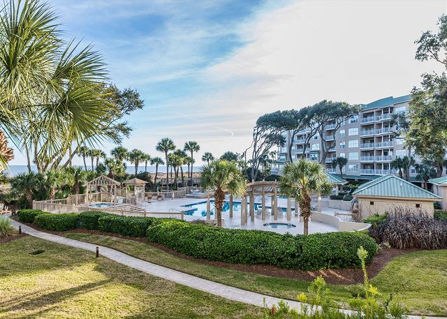Hampton 6107, 2 Bedroom, Oceanfront View, Large Pool, Sleeps 6 - Oceanfront Pool - HiltonHeadRentals.com