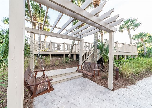 Hampton 6107, 2 Bedroom, Oceanfront View, Large Pool, Sleeps 6 - Just a Swingin - HiltonHeadRentals.com