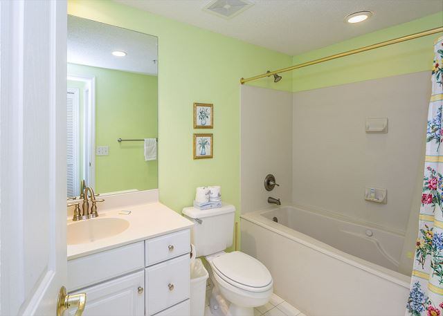 Hampton 6508, 3 Bedroom, Ocean Front View, Ocean Pool & Hot Tub - Jump In The Shower! - HiltonHeadRentals.com