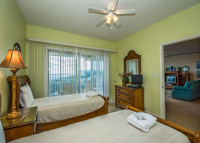 Hampton 6508, 3 Bedroom, Ocean Front View, Ocean Pool & Hot Tub - Second Bedroom - HiltonHeadRentals.com