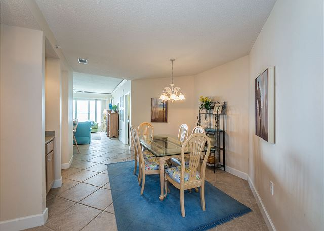 Hampton 6508, 3 Bedroom, Ocean Front View, Ocean Pool & Hot Tub - Dining Table - HiltonHeadRentals.com