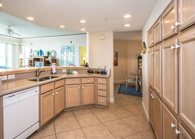 Hampton 6508, 3 Bedroom, Ocean Front View, Ocean Pool & Hot Tub - Huge Kitchen - HiltonHeadRentals.com