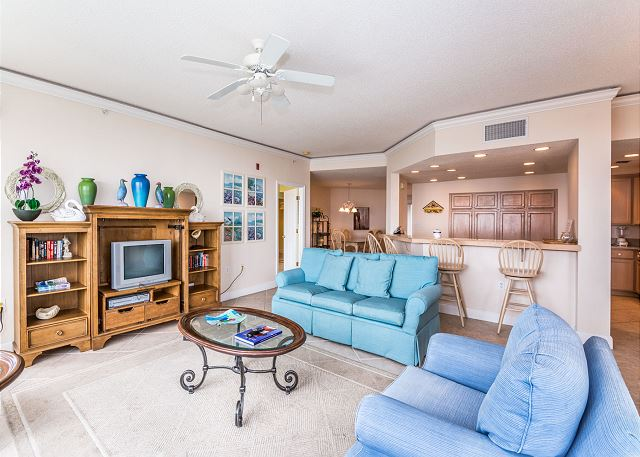 Hampton 6508, 3 Bedroom, Ocean Front View, Ocean Pool & Hot Tub - Living Room - HiltonHeadRentals.com