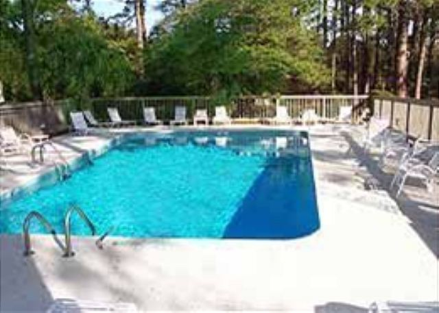 Harbour Town Club 1259, 4 bedroom, Pool, Sleeps 10 - Take a swim, keep cool in the pool - HiltonHeadRentals.com