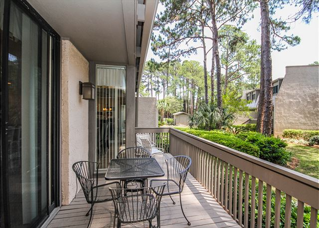 Harbour Town Club 1259, 4 bedroom, Pool, Sleeps 10 - Are you a Grill Master? - HiltonHeadRentals.com