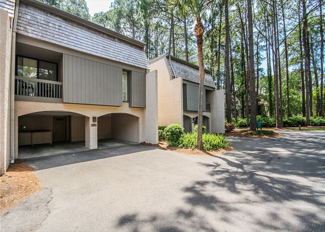 Harbour Town Club 1259, 4 bedroom, Pool, Sleeps 10 - Ample Parking  - HiltonHeadRentals.com