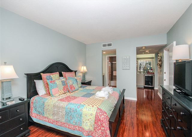 Village House 303, 2 Bedrooms, Pet Friendly, Elevator, Sleeps 6 - Elegant hardwood floors - HiltonHeadRentals.com