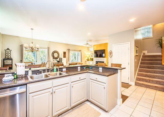 Henry Lane 11, 4 Bedroom, Private Pool, Walk to Beach, Sleeps 14 - Fully Equipped Kitchen - HiltonHeadRentals.com