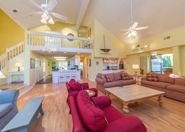 Hickory Lane 1, 6 Bedroom, Private Pool, Near Beach, Sleep 21 - Living Room - HiltonHeadRentals.com
