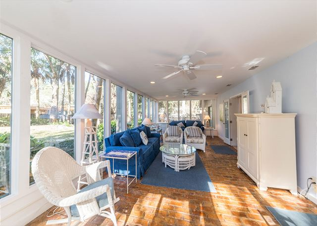 Hickory Lane 1, 6 Bedroom, Private Pool, Near Beach, Sleep 21 - Carolina Room - HiltonHeadRentals.com