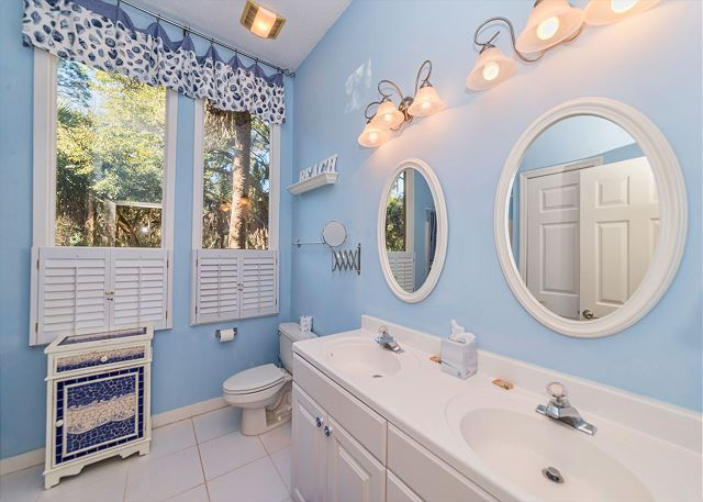 Hickory Lane 1, 6 Bedroom, Private Pool, Near Beach, Sleep 21 - Master Bathroom - HiltonHeadRentals.com