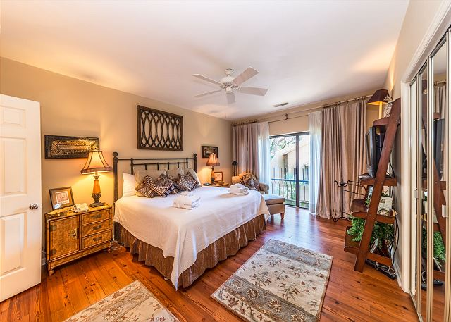 Harbour South 1103, 3 Bedroom, Golf View, Pool, Tennis, Sleeps 6 - Master Suite - HiltonHeadRentals.com