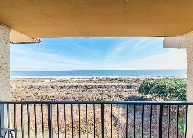 Island Club 5402, 2 Bedroom, OceanFront, Large Pool, Sleeps 8 - Live Life - HiltonHeadRentals.com