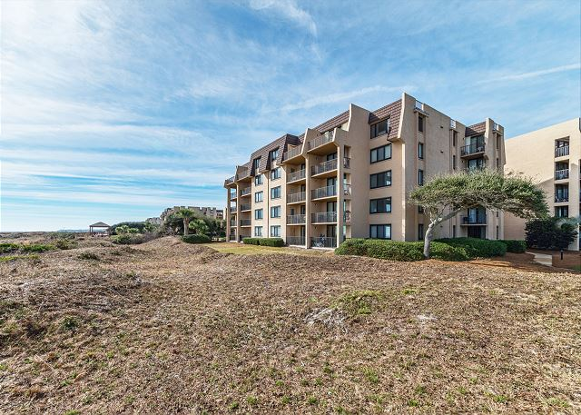 Island Club 5402, 2 Bedroom, OceanFront, Large Pool, Sleeps 8 - You've Arrived! - HiltonHeadRentals.com
