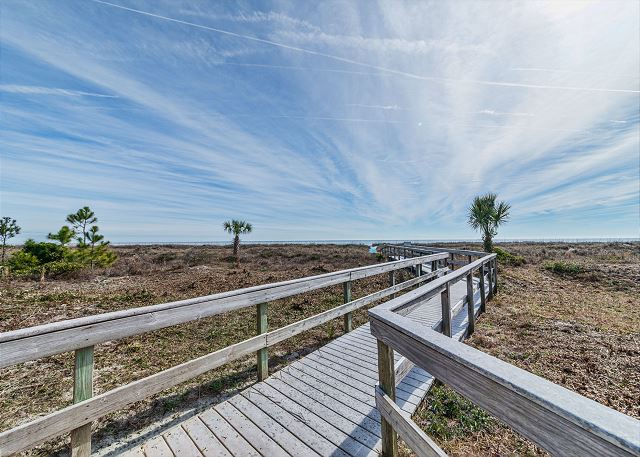 Island Club 5402, 2 Bedroom, OceanFront, Large Pool, Sleeps 8 - Walk & Relax! - HiltonHeadRentals.com