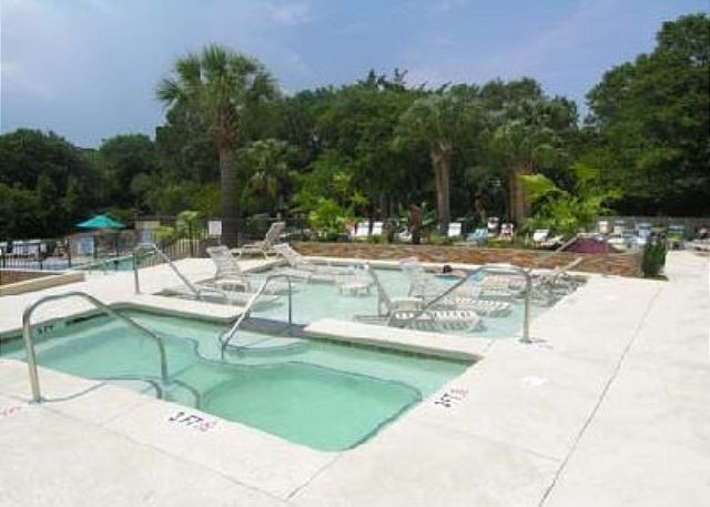 Island Club 5402, 2 Bedroom, OceanFront, Large Pool, Sleeps 8 - Lounge Pool - HiltonHeadRentals.com
