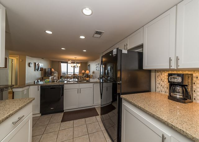 Island Club 5402, 2 Bedroom, OceanFront, Large Pool, Sleeps 8 - Cook up a storm in the fully equipped kitchen - HiltonHeadRentals.com