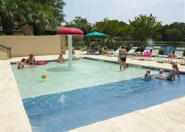 Island Club 5402, 2 Bedroom, OceanFront, Large Pool, Sleeps 8 - Kiddie Pool - HiltonHeadRentals.com