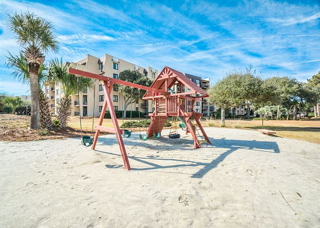 Island Club 6106, 2 Bedrooms, Lagoon View, Large Pool, Hot Tub - Let the kids run around - HiltonHeadRentals.com