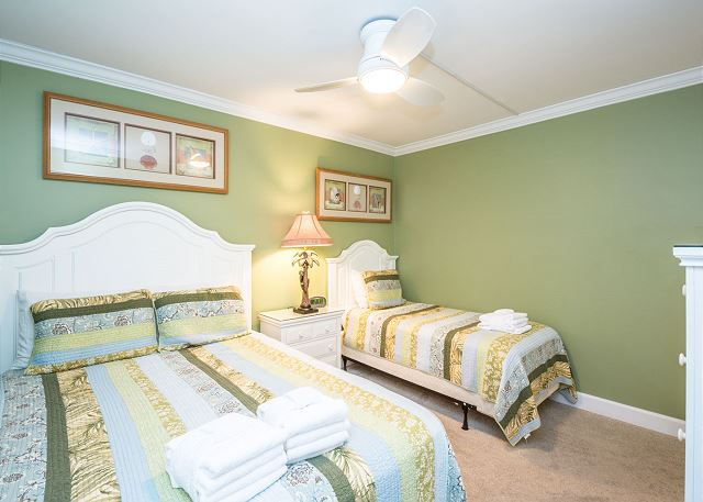 Island Club 6106, 2 Bedrooms, Lagoon View, Large Pool, Hot Tub - Second bedroom - HiltonHeadRentals.com