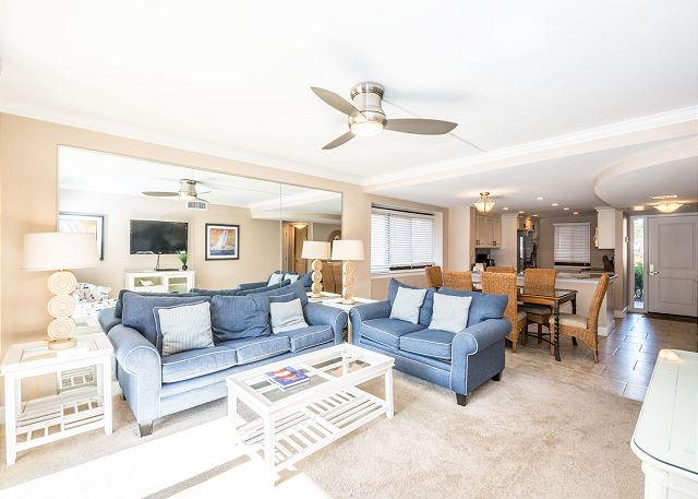 Island Club 6106, 2 Bedrooms, Lagoon View, Large Pool, Hot Tub - Living Room - HiltonHeadRentals.com