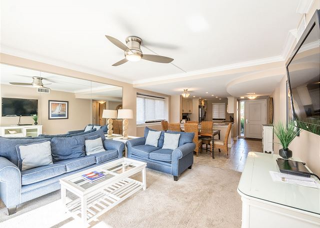 Island Club 6106, 2 Bedrooms, Lagoon View, Large Pool, Hot Tub - Lovely living room - HiltonHeadRentals.com