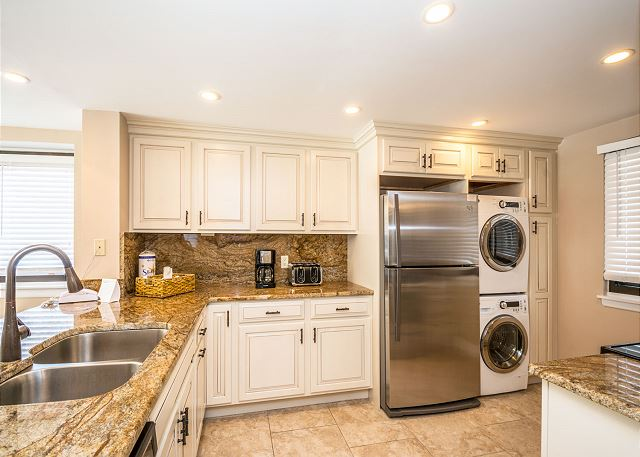 Island Club 6106, 2 Bedrooms, Lagoon View, Large Pool, Hot Tub - Fully stocked kitchen - HiltonHeadRentals.com