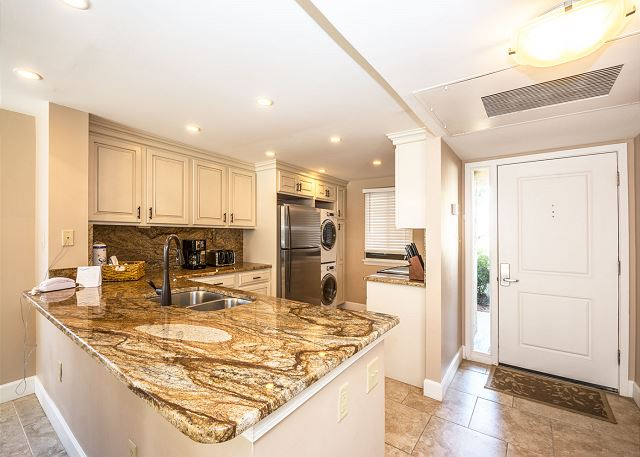 Island Club 6106, 2 Bedrooms, Lagoon View, Large Pool, Hot Tub - Fully Equipped Kitchen - HiltonHeadRentals.com