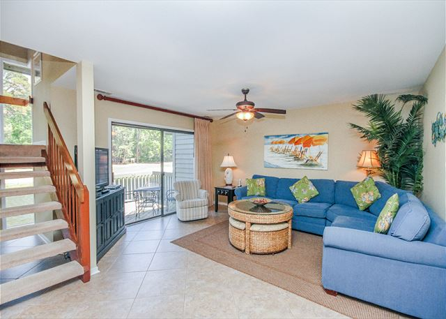 Inland Harbour 2429, 2 Bedrooms, Golf View, Pool, Sleeps 8 - Light and bright - HiltonHeadRentals.com