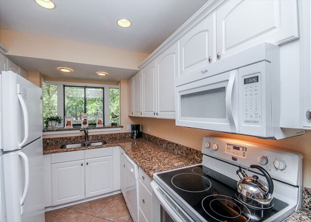 Inland Harbour 2429, 2 Bedrooms, Golf View, Pool, Sleeps 8 - The huge gourmet kitchen is a foodie's dream come true! - HiltonHeadRentals.com